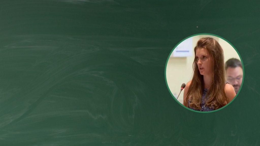 Maestra Cristiana renuncia por política trans